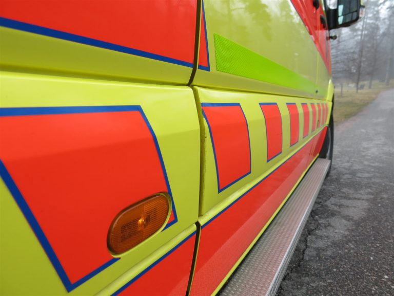 Pakettiauton kuljettaja kuoli nokkakolarissa, matkustaja loukkaantui vakavasti