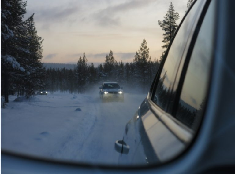 Autonrengasliitto: Ennen hiihtolomaan kannattaa tarkasta renkaat ja rengaspaineet!