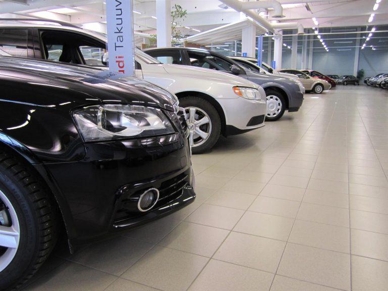 Rekisteröinti: Henkilöautojen lokakuun rekisteröintimäärä putosi 20 prosenttia viime vuodesta