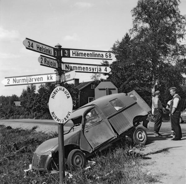 Päivän kolarikuva: Risteyskolari Nurmijärvellä 1966