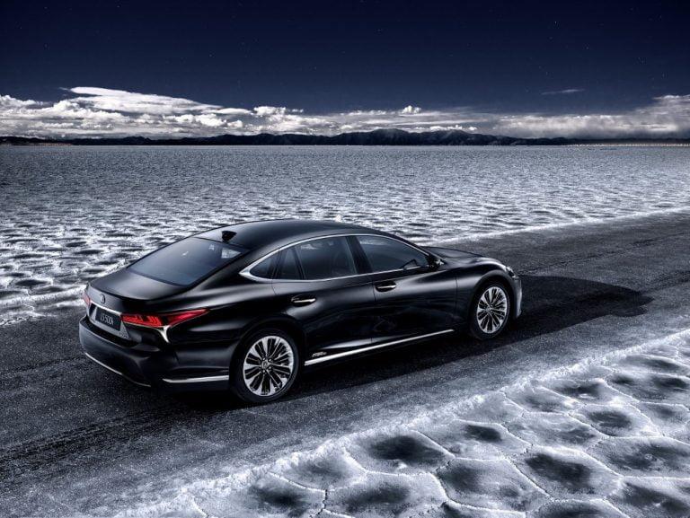 Lexus LS 500h Sedan -mallilla voi ajaa 140 km/h pelkällä sähköllä