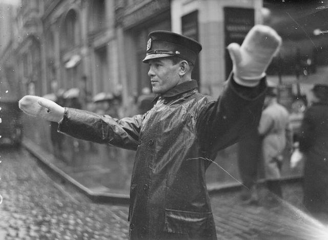 Päivän poliisikuva: Liikennepoliisit kautta aikain