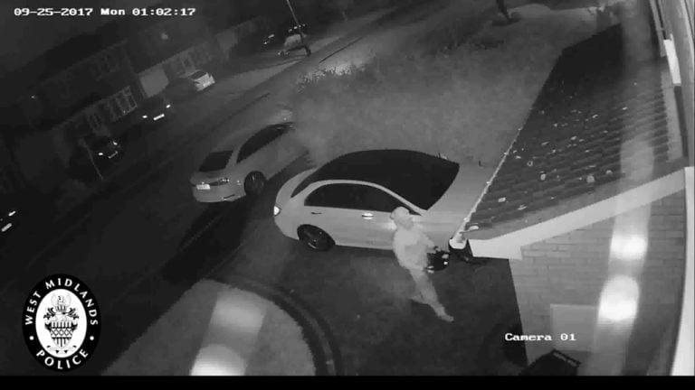 Video: Uskomattoman tehokas tapa varastaa auto – koko tapahtuma kesti vain runsaan minuutin
