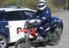 Poliisi ja Liikenneturva opastavat mopomiittien järjestäjiä