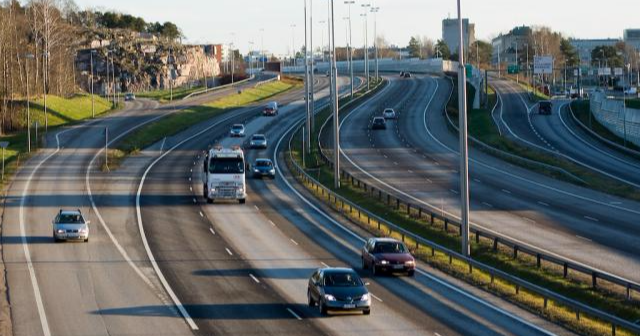 Näin hallitus haluaa puolittaa liikenteen päästöt vuoteen 2030 mennessä