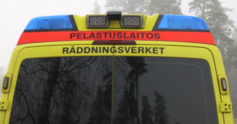 Kaksi henkilöä menehtyi rekan ja henkilöauton nokkakolarissa