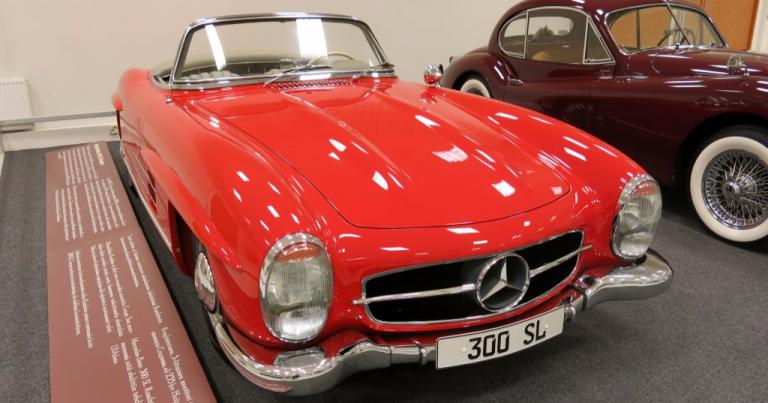 Päivän museoauto: 60-vuotias Mersun lokinsiipimallista kehitetty avomalli
