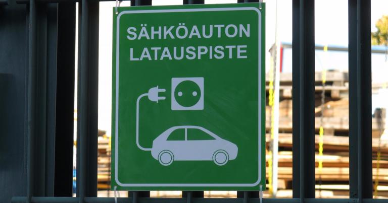 Autotoday 10 vuotta sitten: Viisi sähköautojen latausasemaa Kurikkaan