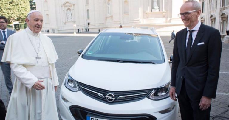 Paavi Franciscukselle sähköauto