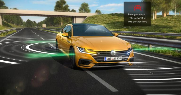 VW:n uusimman mallin hätätilanneavustin voi itsenäisesti ohjata auton tien sivuun ja pysäyttää sen