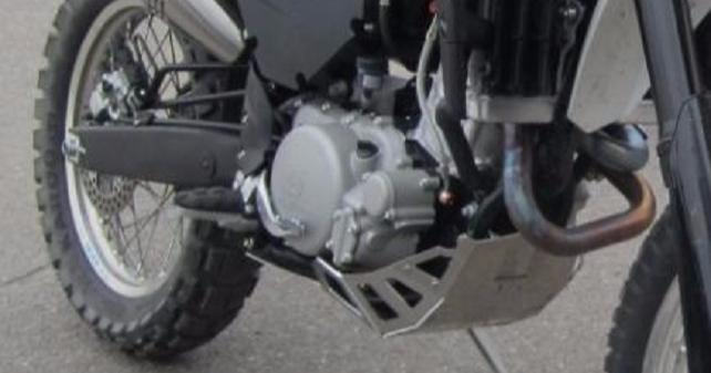 Moottoripyörän anastanut mies piiloutui poliisiaseman portaiden alle!