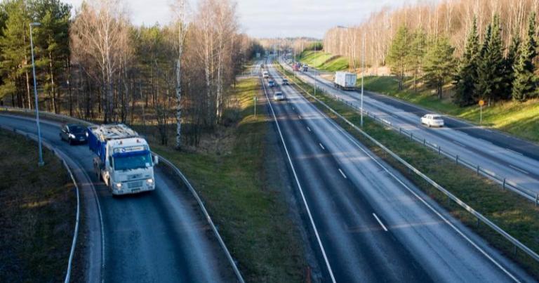 Isoja seuraamismaksuja autokoulujen hintakartellista — suurin maksu yli 61 000 euroa