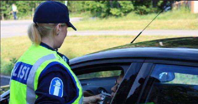 Ensi viikolla poliisi puhalluttaa tavallista useammin mökkipaikkakunnilla