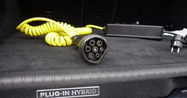 Sähkö- ja hybridiautojen suosio selvässä kasvussa