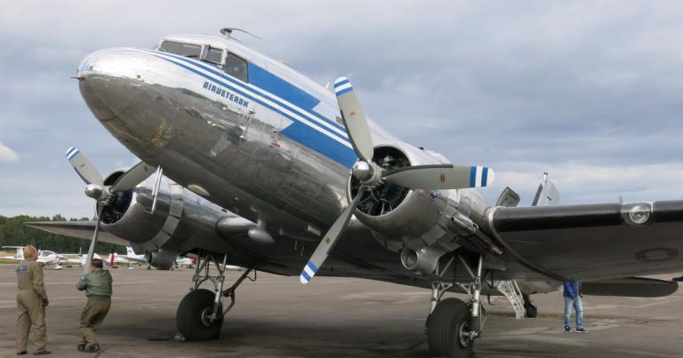 Päivän museoajoneuvo: Tämä kaksimoottorinen kaunotar on ainoa Suomessa toimintakunnossa oleva