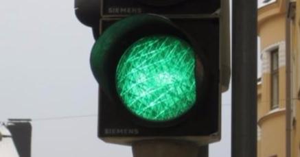 Rovaniemen risteyskolarissa molemmat kuljettajat väittävät ajaneensa vihreillä valoilla