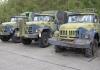 Noin 45 erilaista armeijan moottoriajoneuvoa myynnissä huutokaupassa lauantaina
