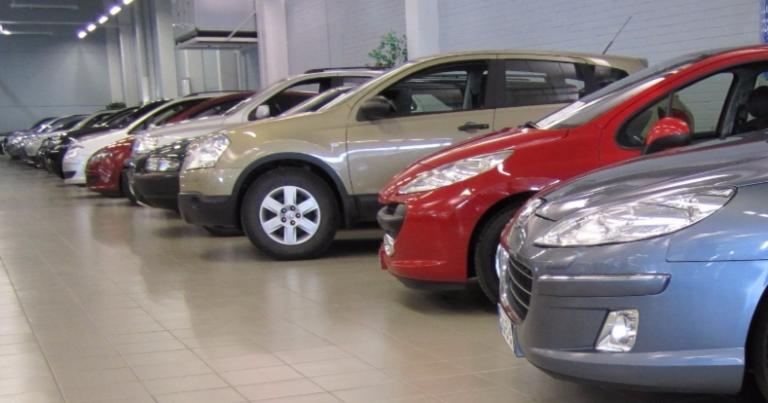 Neljän automerkin omistajat ovat muita omistajia merkkiuskollisempia