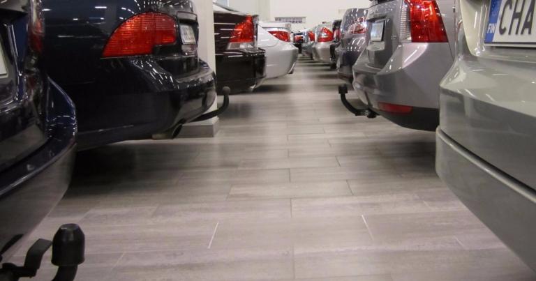 Uusien autojen rekisteröinnit jäivät syyskuussa selvästi viime vuoden lukemista