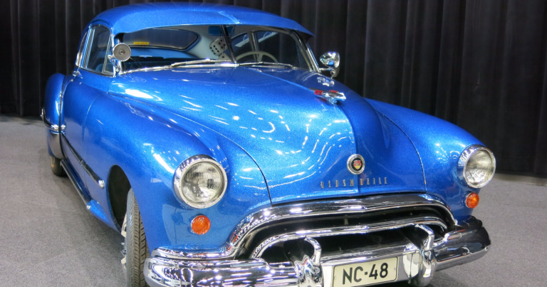 Päivän museoauto: Näyttelyautoksi kunnostettu Oldsmobile