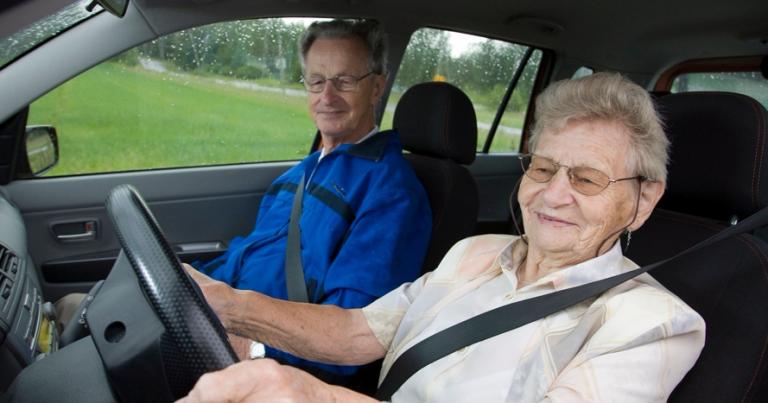 Ajoterveys nousee iän myötä monen kuljettajan huolenaiheeksi