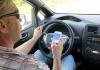Kännykkän puhunut nainen törmäsi kolmeen autoon