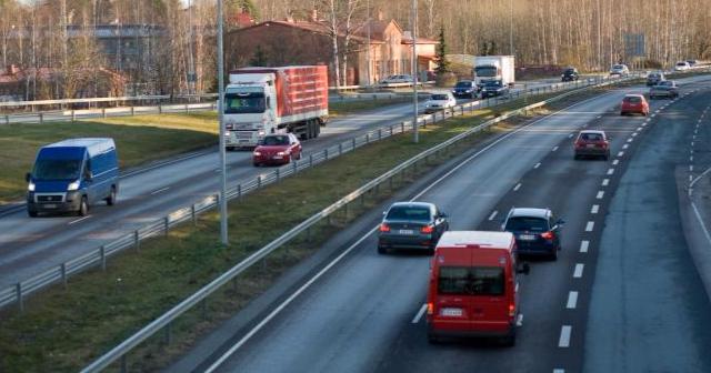 Autojen kehitys parantanut liikenneturvallisuutta ja ihmisten törttöily heikentänyt sitä