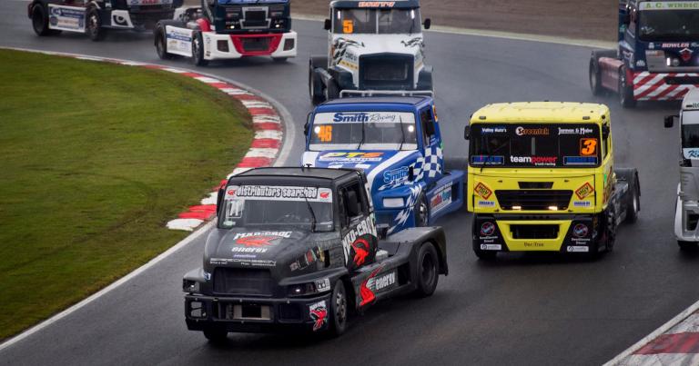 Mika Mäkisen tavoite voittaa kaikki neljä lähtöä Brands Hatchissa ei toteutunut
