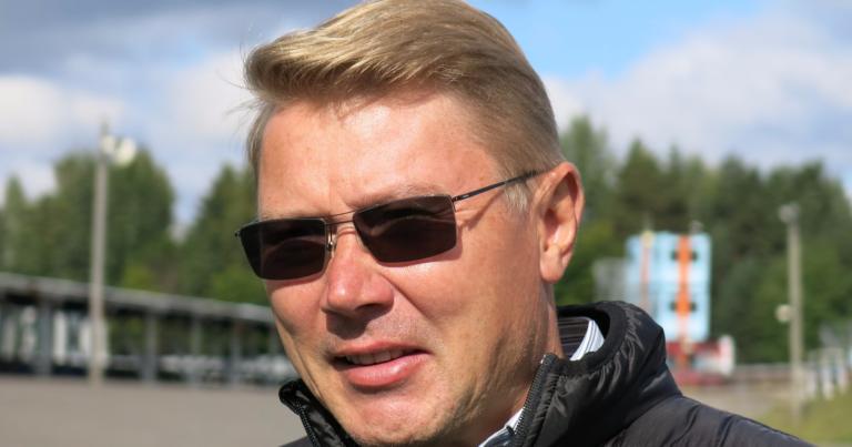"""Mika Häkkinen: """"Lewis voi nyt nauttia  kilvanajosta ilman paineita"""""""