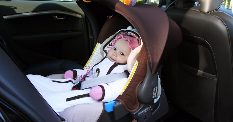 Tieliikennelaki 2020: Alle kolmivuotias tarvitsee nyt taksissakin turvaistuimen