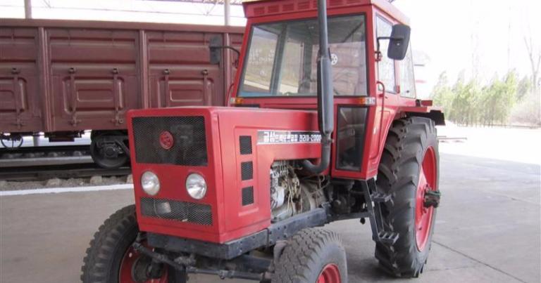 Päivän Pohjois-Korean kuva: Omaa traktorinvalmistustakin on