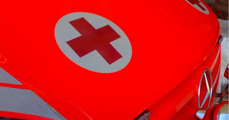 Henkilöauton kuljettaja kuoli nokkakolarissa raskaan ajoneuvoyhdistelmän kanssa