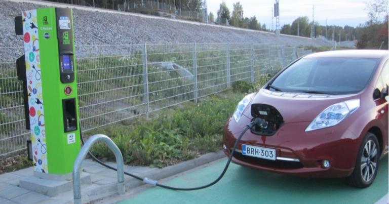 Sähköauton kolarikorjaus maksaa selvästi enemmän kuin polttomoottoriauton