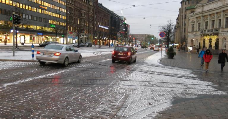 Pääkaupunkiseudun taksiautoilijat suosivat talvella kitkarenkaita