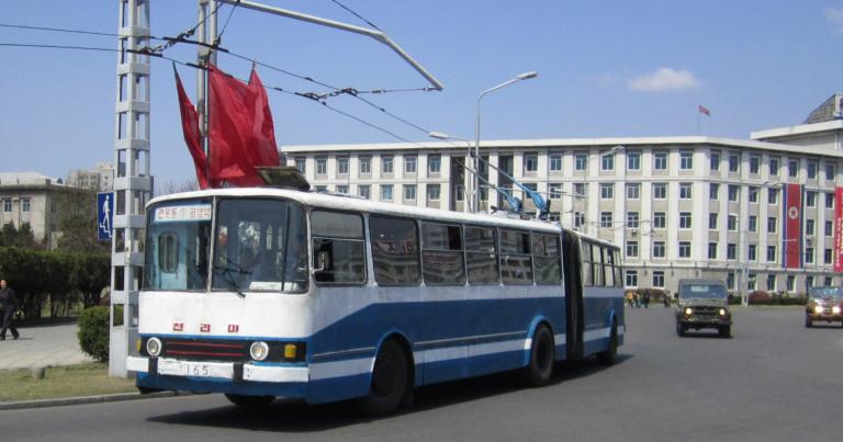 Päivän Pohjois-Korean kuva: Julkisessa liikenteessä on myös johdinautoja