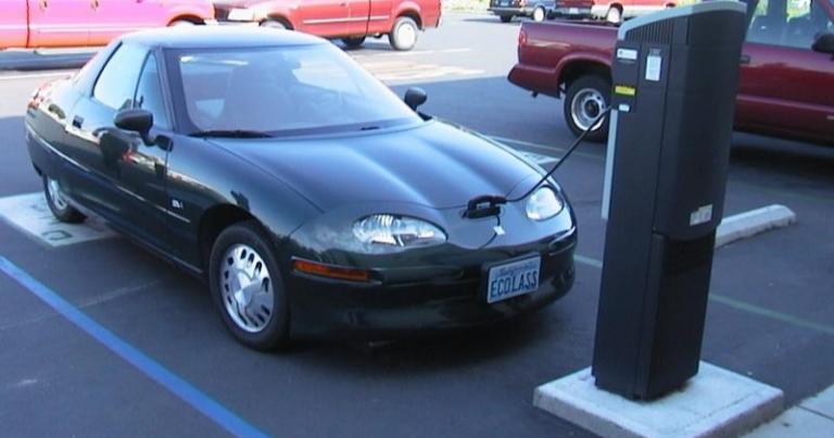 """Autotoday 10 vuotta sitten: """"Sähköauto on vesisyöppö"""""""