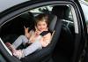 Yleinen virhe liikenteessä: Lapsi käännetään liian aikaisin istumaan kasvot menosuuntaan