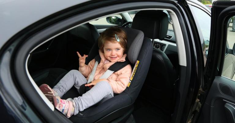 Väitöstutkimus: Tarkkaamattomuus ja yksin ajaminen lisäävät lasten kanssa autoilevien kuljettajien kolaririskiä