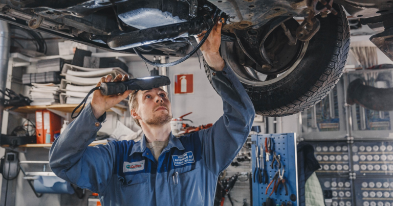 Suomessa etsitään maan parasta Kia-sähköautomekaanikkoa — voittaja kisaa maailman parhaimman tittelistä