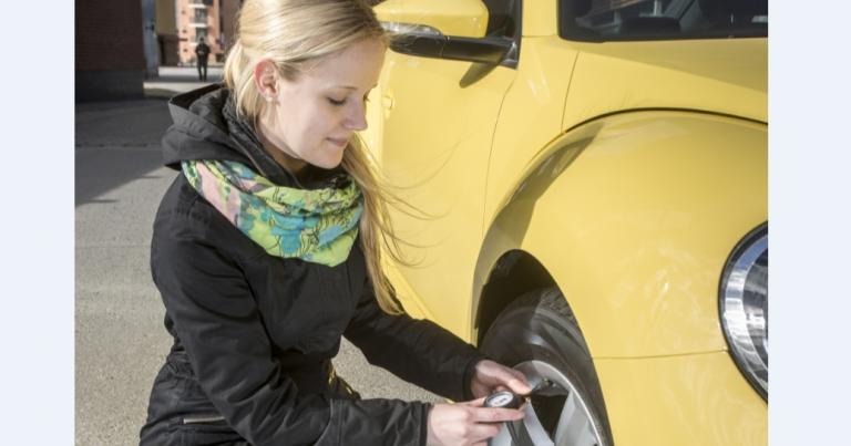 Ensimmäisistä rengaspainetunnistimista loppuvat pian akut — autoilijoille tiedossa kuluja