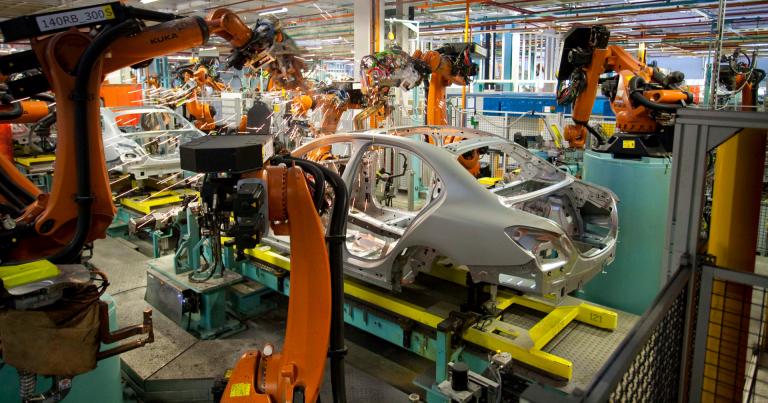 Ensimmäinen 5G-verkko autonvalmistuksessa valmistuu Sindelfingeniin