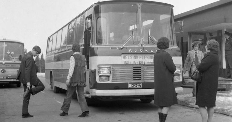 Päivän kuva: Turistibusseja menossa Leningradiin!