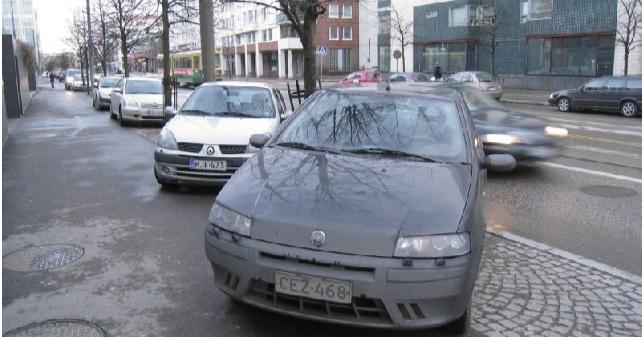 Uusi tieliikennelaki tuo mukanaan muutoksia pysäköintiin — parkkikiekoksi kelpaa vaikkapa kellonaika paperilapussa