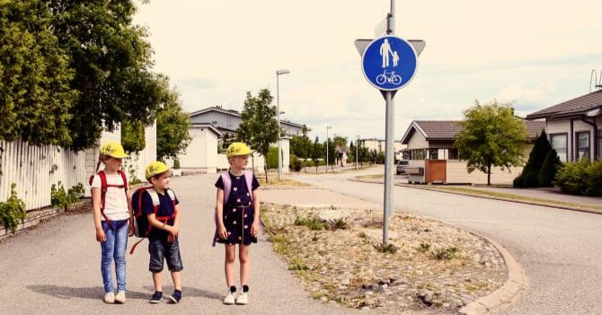 Autoliitto: Vastuu lasten turvallisesta koulumatkasta on aikuisilla