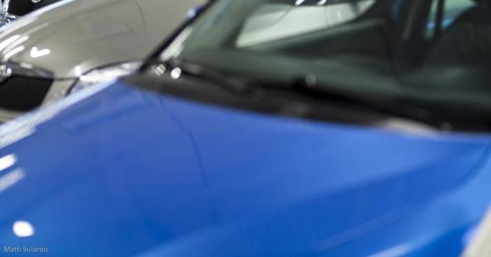 Käytettyjen autojen kaupassa autoliikkeille maistuvat tutut suosikit — sekä Teslat