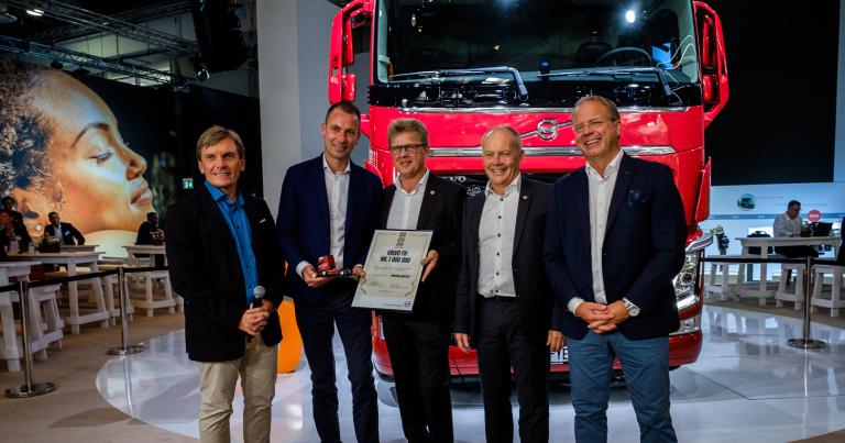 Miljoonas Volvo FH kuorma-auto on toimitettu asiakkaalle