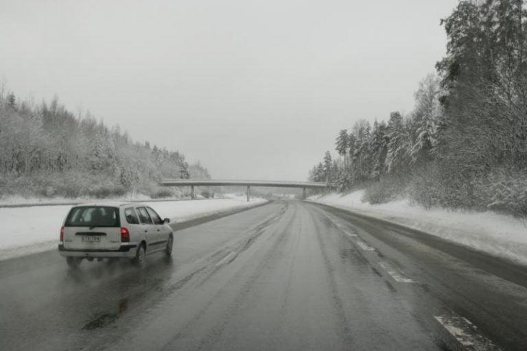 Uusimaalaiset osasivat varautua yllättävään lumisateeseen