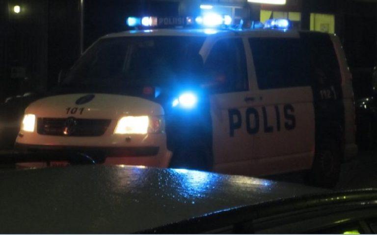 Tampereella mies purki kiukkuaan ambulanssiin