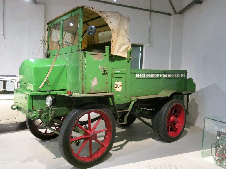 Päivän museoauto: Tämä vuonna 1935 rakennettu sähköauto oli käytössä vielä 1985