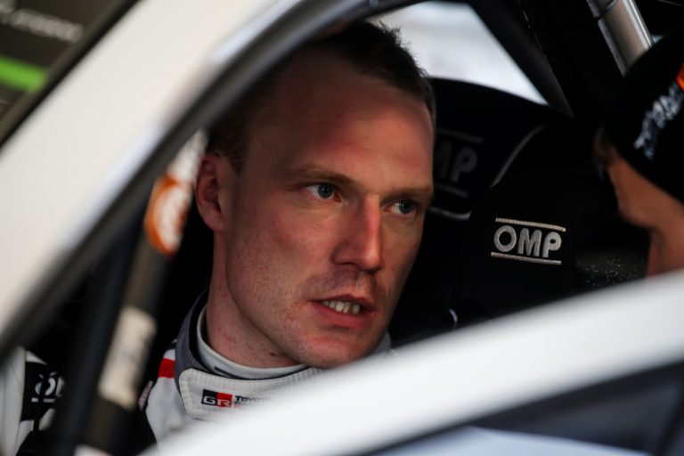 WRC: Latvala joutui hidastamaan tallikaverinsa takana, putosi neljänneksi